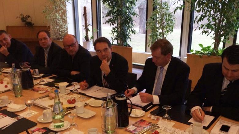 Kreis-Tag Ostholstein: Landesregierung lässt Kommunen im Regen stehen